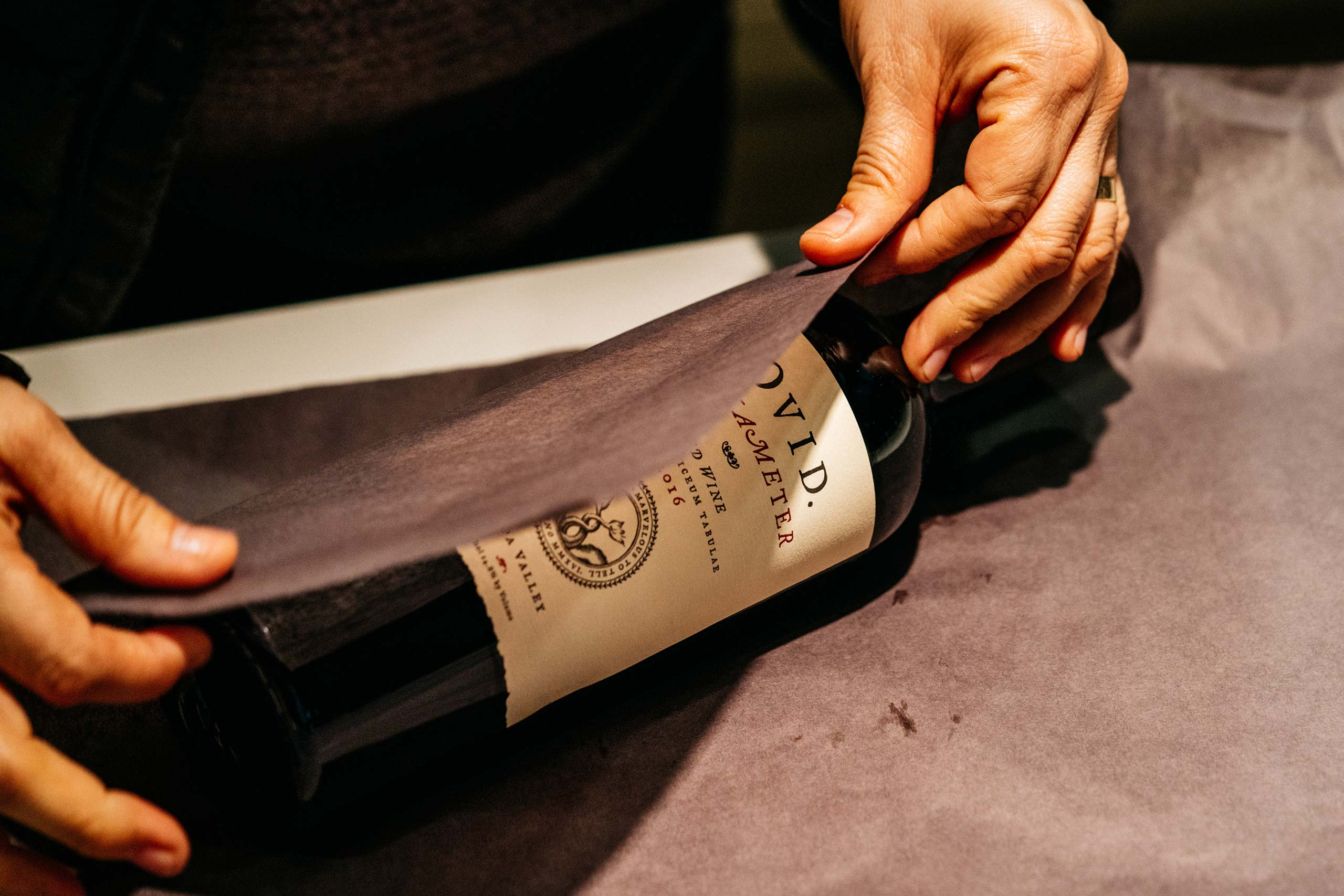 Wrapping Hexameter wine bottle